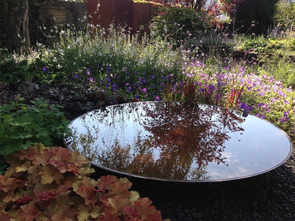 Schale auffüllen (Bild: mit freundlicher Genehmigung von Garten Melanie Unterberg)
